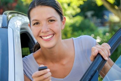 Woman happy about getting cheap sr-22 insurance